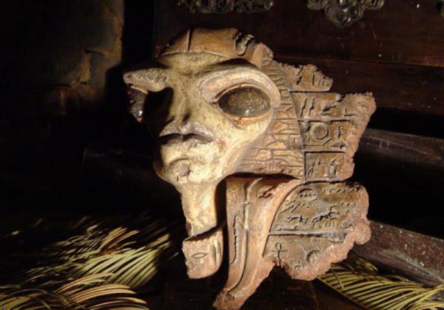 Faraóni starověkého Egypta byli mimozemští hybridi