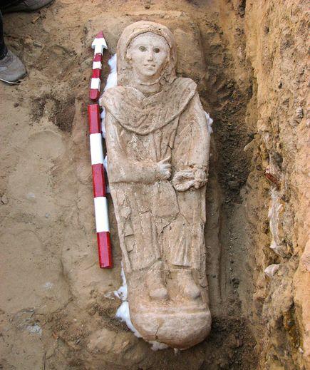 mumie oblečená v římském stylu
